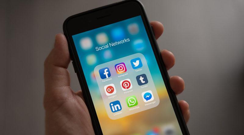 Make-Money-with-Social-Media